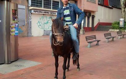 """""""Manuel Espinosa, un profe guerrero"""": artículo en El Espectador sobre nuestro egresado de la Maestría en Literatura"""